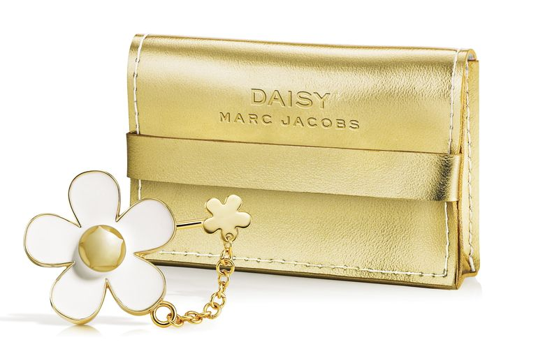 Cot001.02_com_Marc Jacobs Daisy 2H09 Solid Perfume Pendant-1